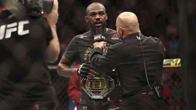 Legenda UFC Georges St-Pierre menyebut Francis Ngannou dan Jon Jones sama-sama takut berduel dalam perebutan sabuk juara kelas berat UFC.