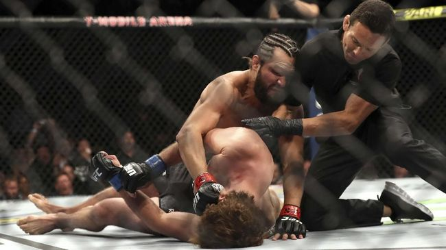 LAS VEGAS, NEVADA - JULY 06: Jorge Masvidal of the United States knocks out Ben Askren of the United States during their UFC 239 Welterweight Bout at T-Mobile Arena on July 06, 2019 in Las Vegas, Nevada.   Sean M. Haffey/Getty Images/AFP