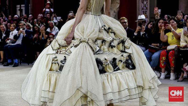 Kadin meminta pemerintah untuk memberikan insentif dan bantuan sosialisasi ke masyarakat supaya sustainable fashion atau ramah lingkungan bisa maju.