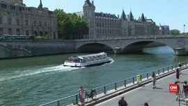 VIDEO: Paris 'Menyulap' Sungai Jadi Pantai