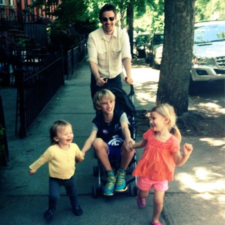 Bintang Stranger Things Maya Ray Thurman Hawke merupakan anak dari dua bintang Hollywood, Ethan Hawke dan Uma Thurman.
