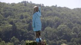 Patung Melania Trump di Slovenia Rusak Dibakar