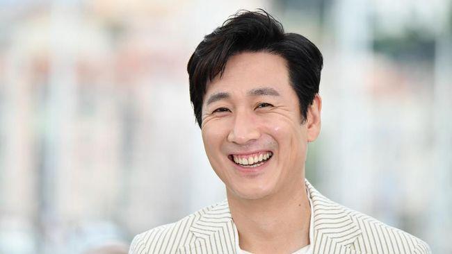 Lee Sun-kyun akan kembali tampil di layar lebar tentang bencana usai sukses membintangi Parasite di kancah internasional.