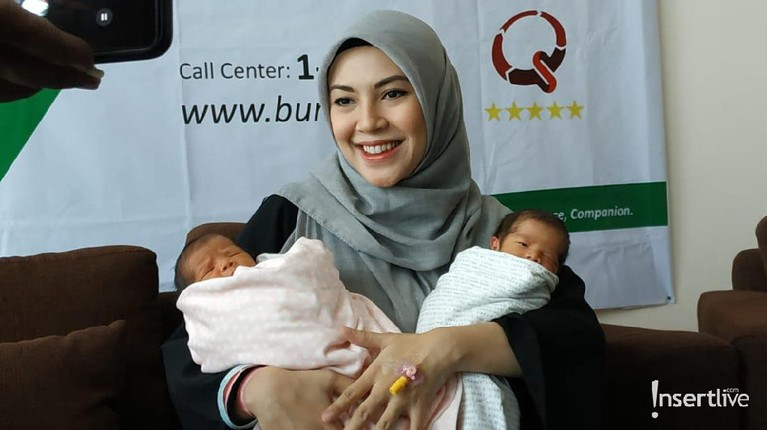 Ratna Galih melahirkan bayi kembarnya melalui operasi caesar. Ratna Galih dikaruniai bayi kembar setelah mengikuti program bayi tabung. Pada awalnya, ia ikut program karena ingin punya anak perempuan.