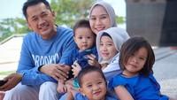 <p>Keluarga Zaskia Mecca dan Hanung Bramantyo cukup seru dan ramai setelah kehadiran empat buah hati. Ditambah dengan kehadiran Bhumi, yang merupakan anak bawaan Hanung dari perkawinannya terdahulu. (Foto: Instagram @zaskiaadyamecca)</p>