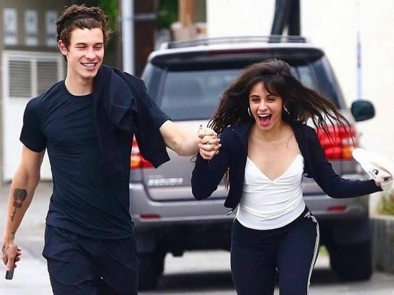 Bisa dilihat kan betapa bahagianya pelantun Havana itu saat bersama Mendes. Jadi apa Insertizen yakin Shawn Mendes dan Camila Cabello tidak memiliki hubungan istimewa?