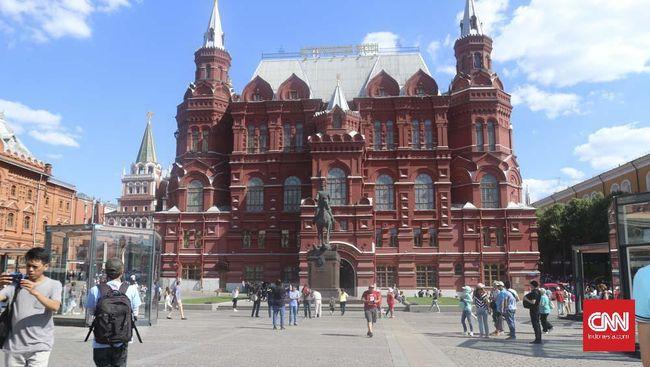 Pemerintah Moskow meminta lansia tinggal di rumah atau pindah sementara ke pedesaan dan akan memberikan kompensasi sebesar Rp826 ribu.
