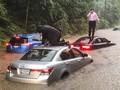 FOTO : Banjir Bandang Terjang Washington hingga Gedung Putih