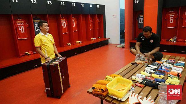 Kitman merupakan salah satu kunci di balik layar kesuksesan sebuah tim sepak bola, tidak terkecuali sukses Persija Jakarta di Liga 1 musim lalu.