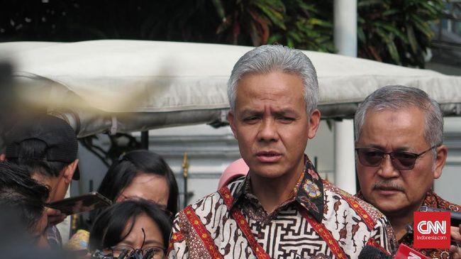 Gubernur Jateng Ganjar Pranowo mengatakan dana pemda banyak mengendap di bank cukup normal karena penggunaannya memang harus mematuhi aturan.