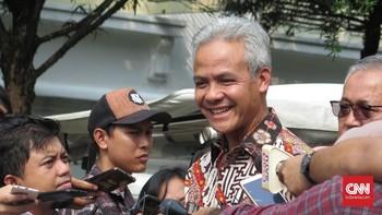 Senyum Ganjar Respons Sentilan Megawati di Acara PDIP