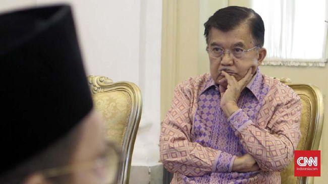 Kasus korupsi Bupati Kudus Muhammad Tamzil, menurut JK membuktikan bahwa pemerintah belum berhasil memberantas korupsi.