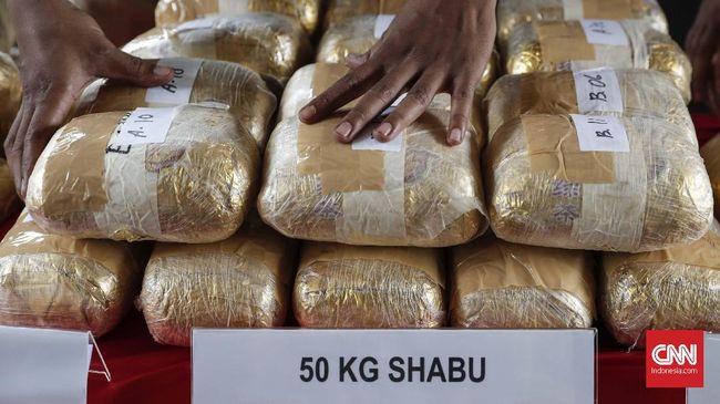 Barang bukti sabu yang dirilis Direktorat Tindak Pidana Narkoba Bareskrim Polri, Jakarta, Selasa, 9 Juli 2019. Pihak kepolisian yang bekerjasama dengan instansi terkait berhasil mengamankan 177.500 kilogram methamphetamine (sabu) dan 30 ribu butir ekstasi dari sindikat kejahatan teroganisir Malaysia-Jakarta. CNNIndonesia/Safir Makki