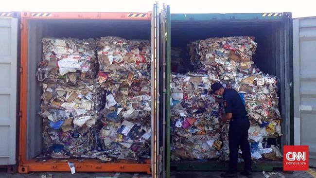 Bea Cukai Tanjung Perak Surabaya akan memulangkan delapan kontainer berisi 282 bundel sampah seberat 210 ton ke Australia.