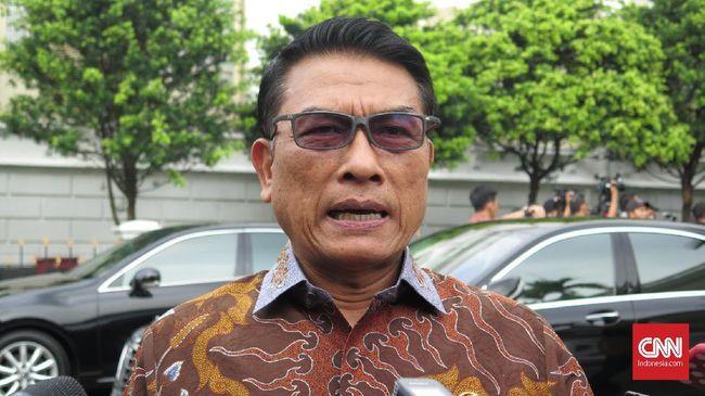 Kepala Staf Kepresidenan Moeldoko menyatakan sebaiknya Imam Besar FPI Rizieq Shihab pulang sendiri ke Indonesia, di Istana Kepresidenan Bogor, Jawa Barat, Selasa (9/7).