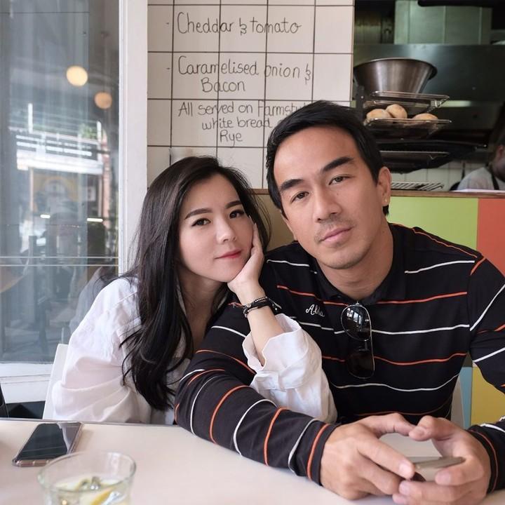 Lihat momen romantis aktor yang baru saja terpilih memerankan Sub-Zero dalam film Mortal Kombat, Joe Taslim, dan istri, Julie.