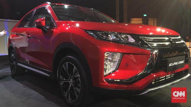 Mitsubishi Indonesia memperkenalkan Eclips Cross dan Outlander PHEV (plug-in hybrid electric vehicle) di Jakarta Selatan, Selasa (9/7) malam.