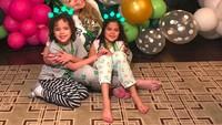 <p>Mariah Carey dan si kembar saat merayakan St.Patrick Day di rumahnya. So cute! (Foto: Instagram @mariahcarey)</p>