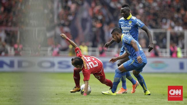 Laga babak pertama Liga 1 2019 antara Persib Bandung menjamu Persija Jakarta di Stadion Kapten I Wayan Dipta, Gianyar, Senin (28/10) sore, berakhir tanpa gol.