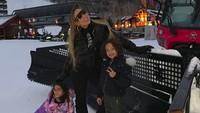<p>Saat liburan musim dingin, Mariah Carey juga tidak absen untuk mengajak liburan kedua anaknya. (Foto: Instagram @mariahcarey)</p>