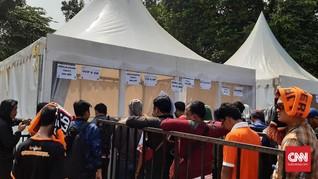 Ratusan Jakmania Antre Tukar Tiket, Polisi Berjaga-jaga