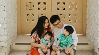 <p>Putri Titian sempat mengejutkan publik saat diketahui hamil anak kedua. Tapi Tian dan Junior Liem mengaku memang sengaja merencanakan jarak kelahiran anak yang enggak terlalu jauh.</p>