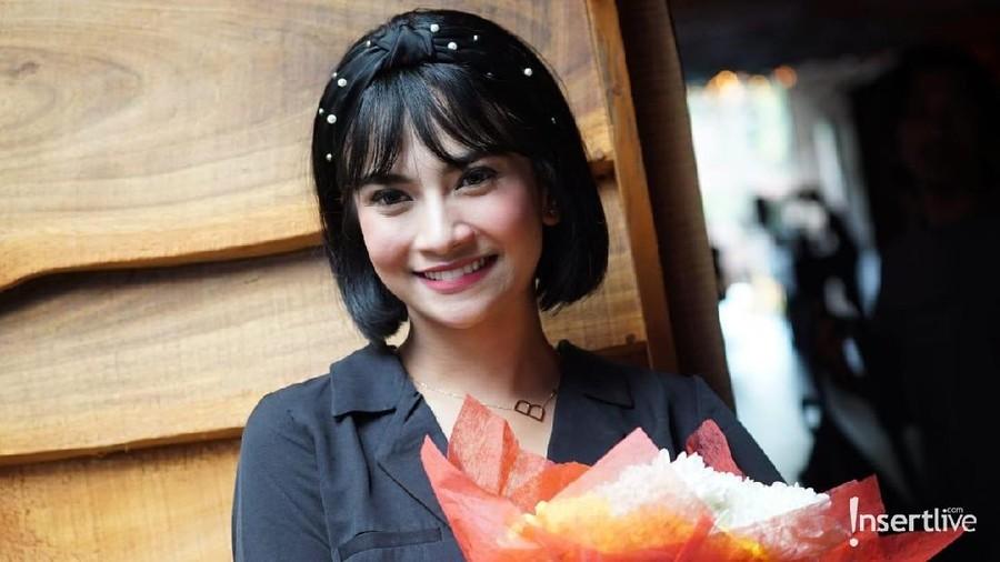 Vanessa Angel Foto Lagi Makan Pisang, Netizen: Dikunyah Jangan Diemut