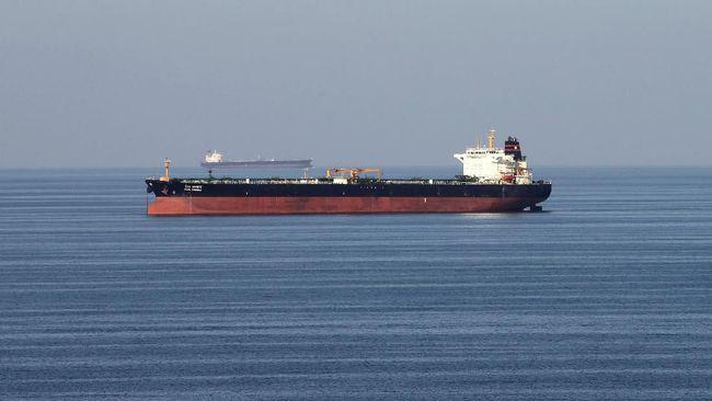 Menurut pemerintah Inggris, tiga kapal perang Iran sempat menghalangi laju tanker British Heritage di Selat Hormuz.
