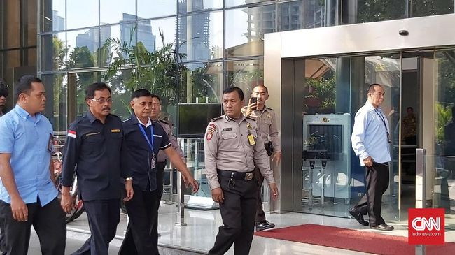 Mendagri Tjahjo Kumolo segera mengirimkan surat tugas kepada Wagub Kepri, Isdianto menjadi Plt Gubernur usai penahanan Nurdin Basirun.