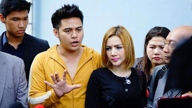Polda Metro Jaya resmi menahan Galih Ginanjar, Rey Utami dan Pablo Benua terkait kasus video 'bau ikan asin'. Mereka ditahan di Rutan Polda Metro Jaya.