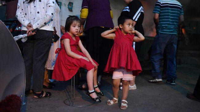 Ribuan anak-anak etnis Uighur di Xinjiang, China, harus hidup di panti asuhan akibat orang tua mereka ditahan di kamp.