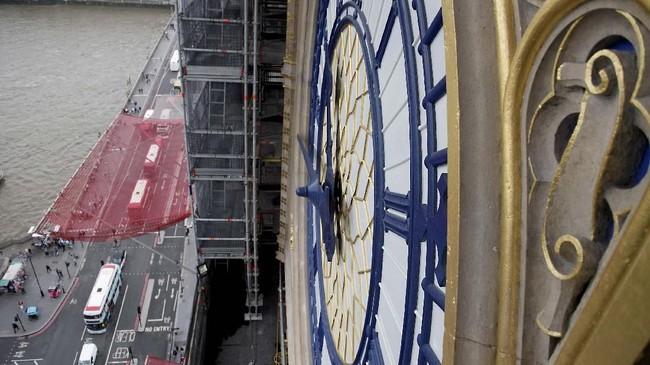 Big Ben sedang dalam masa restorasi. Selain perbaikan mesin, akses berkunjung ke menara juga ditambah.