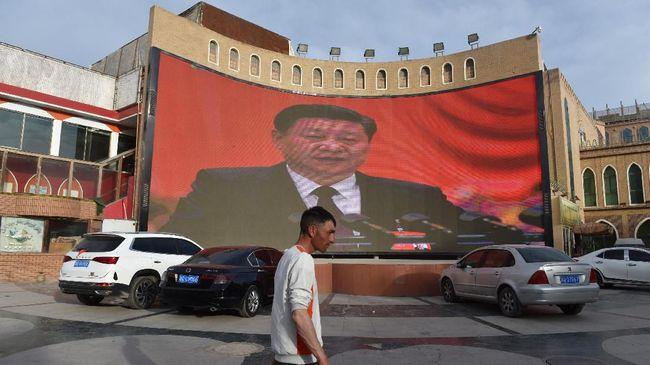 Amerika Serikat memberikan sanksi kepada dua pejabat China terkait pelanggaran HAM serius terhadap Uighur. China pun membalas sanksi.