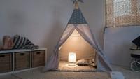 Dekorasi ruang main si kecil yang seperti ini mungkin terlihat sederhana. Akan tetapi bisa membangun intimacy dengan anak, Bun. (Foto: iStock)