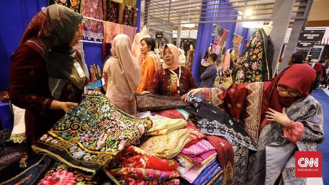 Suasana pameran Karya Kreatif Indonesia (KKI) 2019 yang berlangsung di JCC, Jakarta, 12 Juli 2019. KKI tahun ini mengusung tema