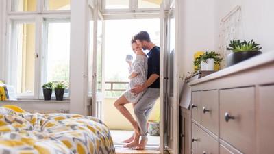 Bercinta dengan Posisi Berdiri Efektif Cegah Kehamilan?