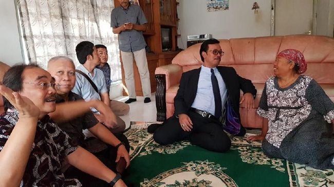 Seorang tenaga kerja Indonesia asal Majalengka, Ety binti Toyib Anwar, berhasil terbebas dari hukuman mati di Arab Saudi setelah divonis bersalah meracuni sang majikan, Faisal al-Ghamdi, hingga tewas pada 2002 lalu.