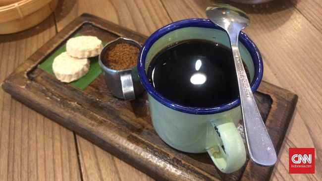 Kopi Goh Leng disajikan dengan gaya Nanyang atau tradisi kopi yang dibawa perantau Tionghoa di Padang.