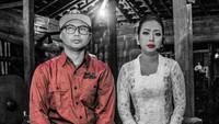 Keren juga lho potret dengan tema hitam putih ini. (Foto: Instagram @koko_ko_koko)