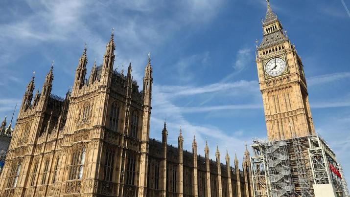 Menara Elizabeth dan lonceng 'Big Ben' di Gedung Parlemen, London, Inggris (14/8/2019). (REUTERS / Neil Hall)