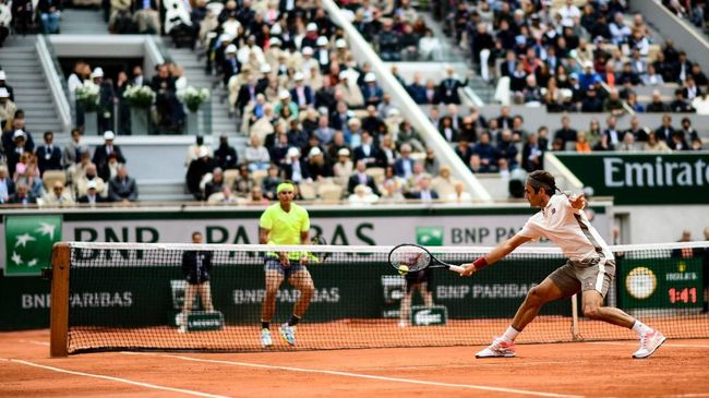 Switzerland's Roger Federer returns the ball to Spain's Rafael Nadal during their men's singles semi-final match on day 13 of The Roland Garros 2019 French Open tennis tournament in Paris on June 7, 2019. (Photo by Martin BUREAU / AFP)