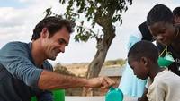 Enggak cuma pendidikan, pria asal Swiss ini juga peduli dengan akses air bersih untuk anak-anak di Afrika. (Foto: Instagram @rogerfederer.foundation)