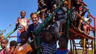 8 Potret Kedekatan Petenis Dunia, Roger Federer dengan Anak-anak