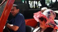<p>Awal tahun ini, Ahok menyediakan waktu khusus untuk mengajak sang ibu jalan-jalan ke Bali. (Foto: Instagram @basukibtp)<br /><br /></p>