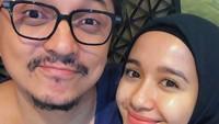 Tanpa Aleesya, pasangan romantis ini selfie berdua saat awal February lalu. Sederhana tapi manis ya, Bun. (Foto: Instagram @laudyacynthiabella)