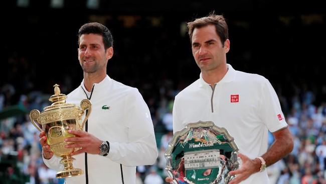 Novak Djokovic bertanding selama lima jam sebelum menyudahi perlawanan Roger Federer lewat pertarungan lima set di final Wimbledon 2019, Minggu (14/7).