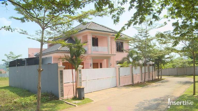 Tampak depan rumah kontrakan yang dikabarkan pernah ditinggali Pablo Benua diPerumahan Beverly, Sentul City Selatan, Bogor.