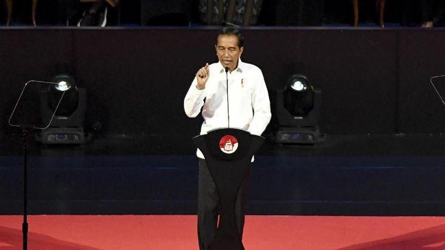 Sejak 2014, konsep poros maritim dinilai lebih berorientasi pada pengusaha, bukan nelayan. Poros maritim juga tak disinggung lagi di pidato perdana Jokowi.