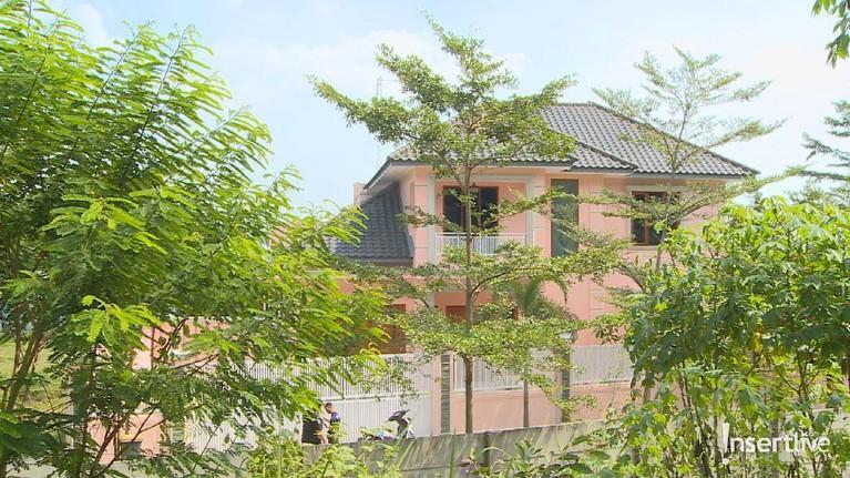 Tampak belakang rumah mewah yang dikabarkan menjadi rumah kontrakan Pablo Benua