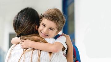 Antar Anak Hari Pertama Sekolah Bantu Adaptasi & Kurangi Kecemasan